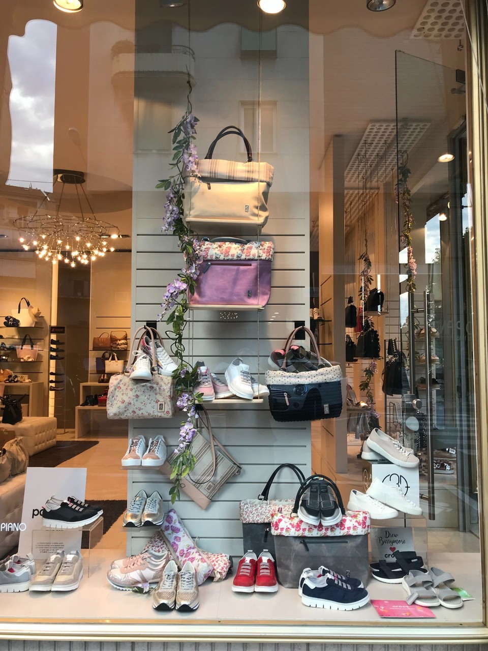 online retailer 48292 9f9c4 Novità sulla vetrina di Scarpe e borse Primo Piano - Scarpe ...
